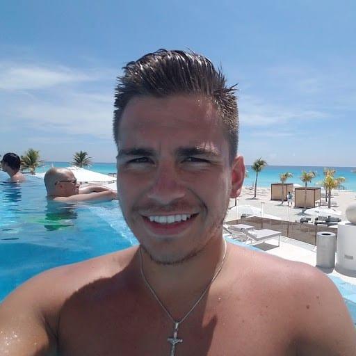 Travel agent Josh4
